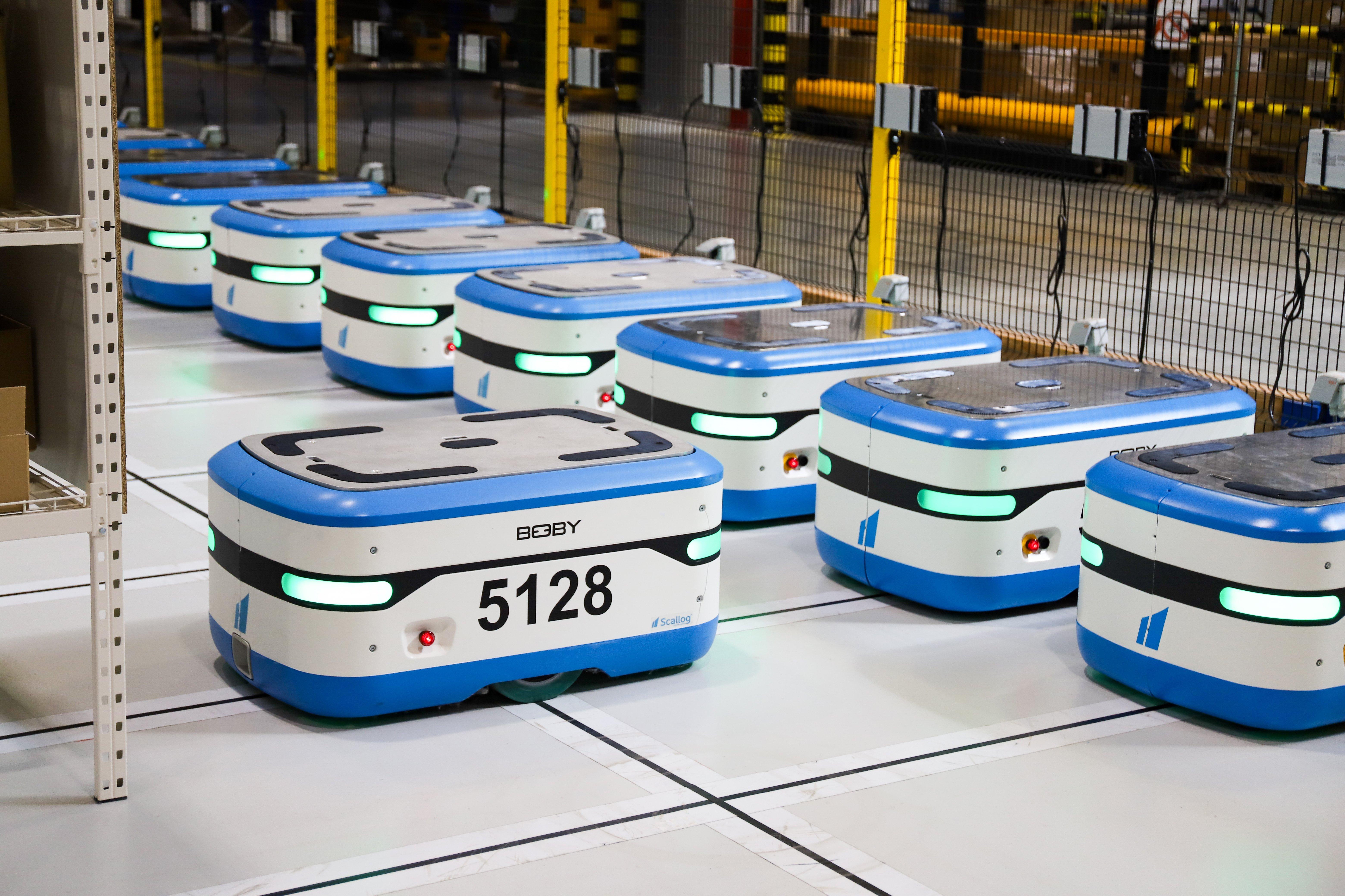 les robots organisent une logistique des retours à la pièce