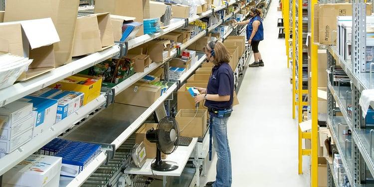 un opérateur parcoure entre 10 à 15 kms et porte 1 à 10 tonnes par jour. L'amélioration des conditions de travail va de pair avec la compétitivité !