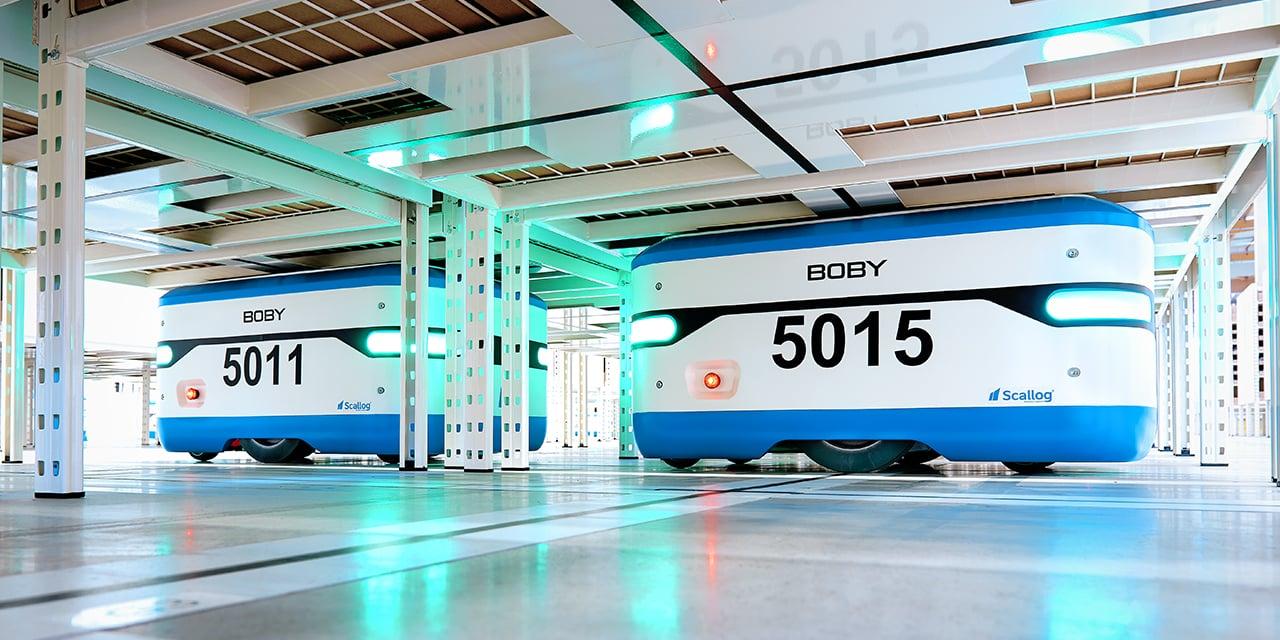 La zone de stockage robotisée est massifiée pour plus de références au mètre carré, les allées de circulation sont supprimées